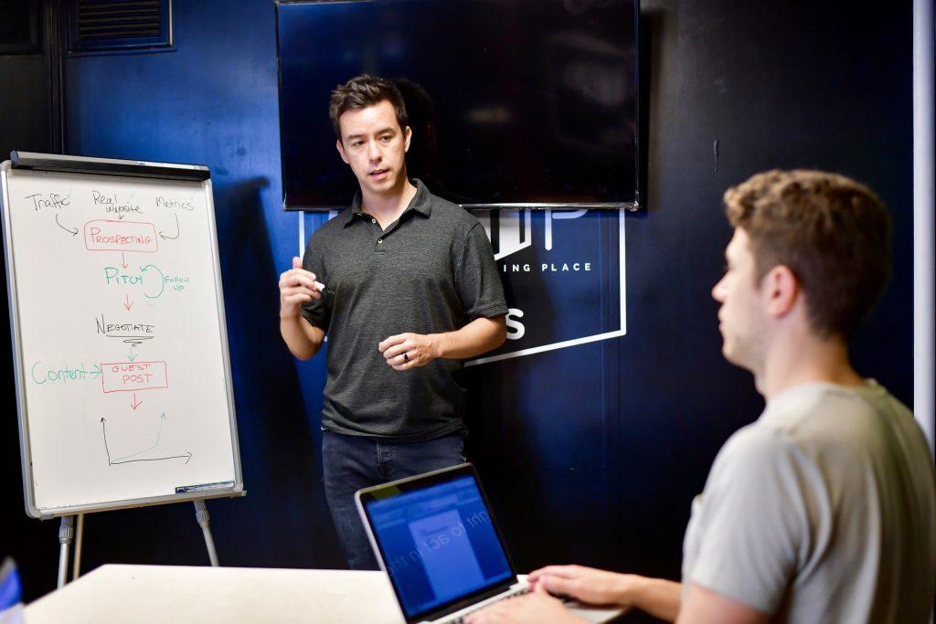 Ingin dibimbing agar sukses bisnis online? Segerea ikuti kelas online bimbingan digital marketing ini.